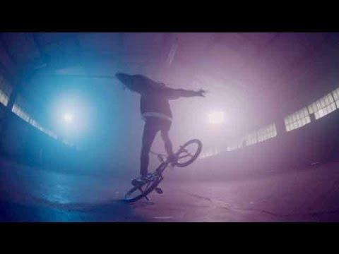 MERRY CHRIS-tmas BÖHM BMX CLIP - JACK & JONES Gewinnspiel