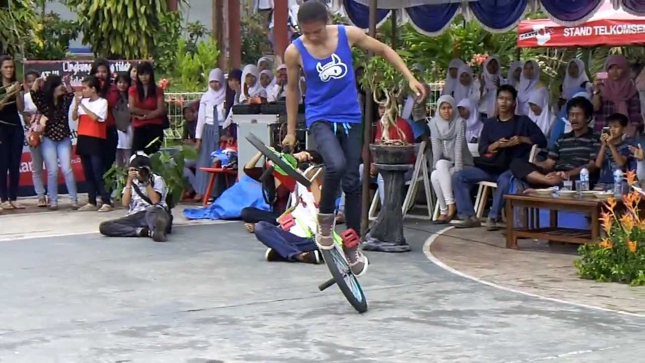Twwenky Of Scary feat. Asosiasi BMX Indonesia @SMAN 2 RANGKASBITUNG.AVI