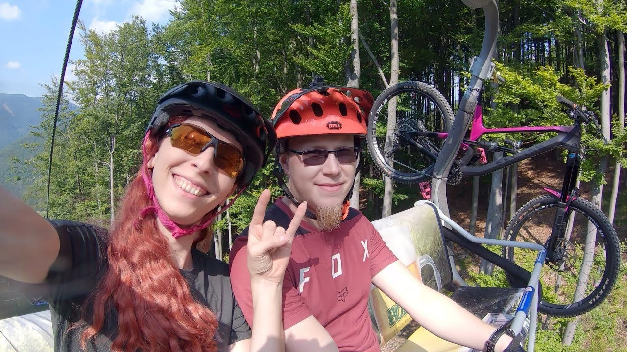 Having fun in the Bikepark Kouty (smol jumps, drops, speed and a crash)