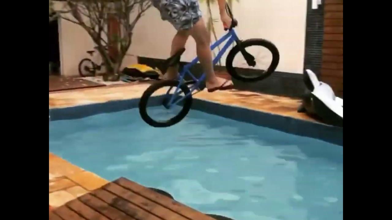 THIAGO REIS PULOU DE BMX NA PISCINA 😱