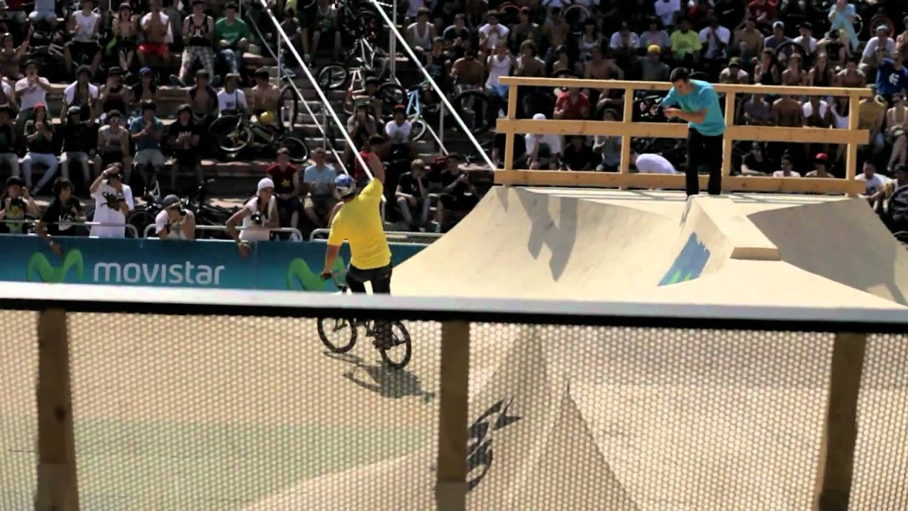 TOBIAS WICKE BMX TRICK AND GIRLS IN BARCELONA