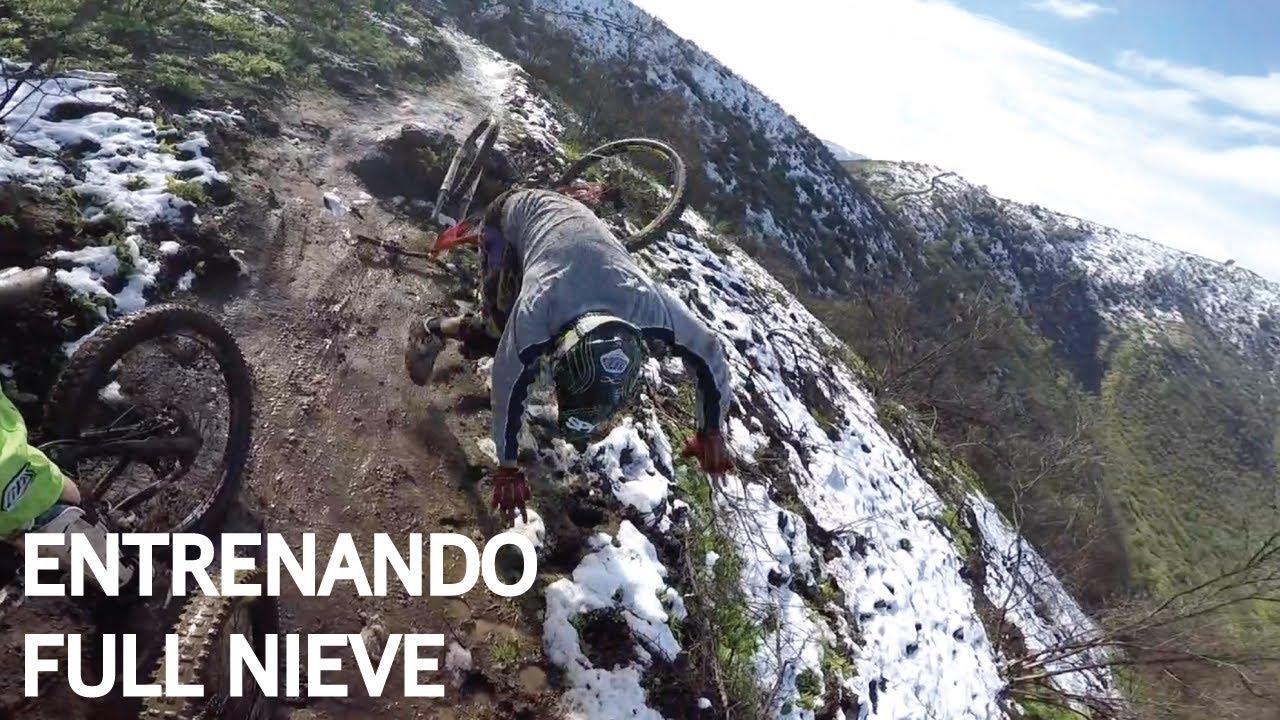 Entrenando Técnica de Mountain Bike Enduro con Nieve y Barro para la Carrera!