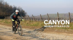 Canyon Neuron CF SLX 9.0 LTD: Trail Bike agile e scattante