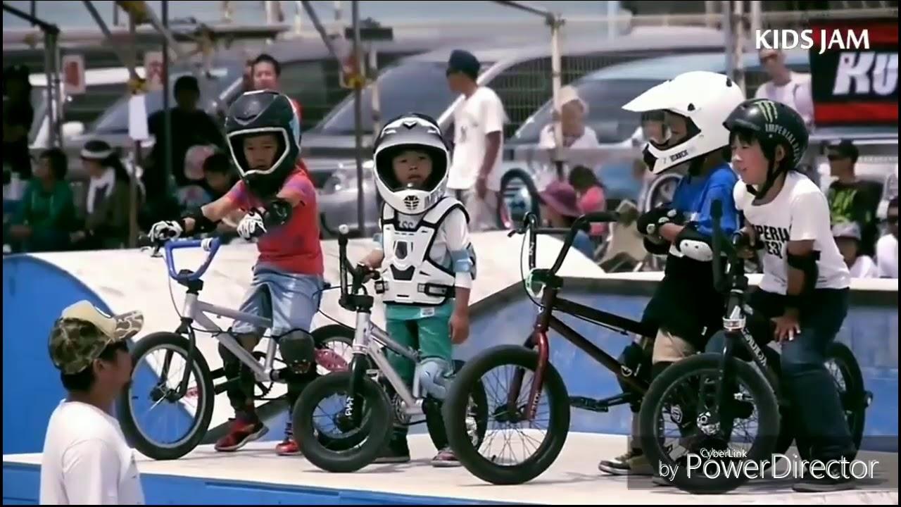 BMX LEGENDS STUNTS| AWESOME PEPLE 2017| STUNTS| part-1
