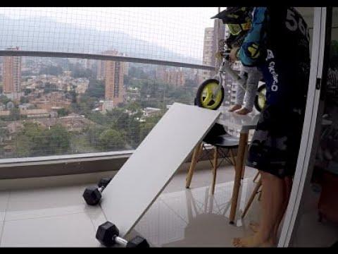 BMX RACE  en cuarentena con improvisada pista en casa.