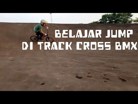 BELAJAR JUMPING DI LINTASAN BMX    JANGAN DI TIRU SEMBARANGAN!!!   