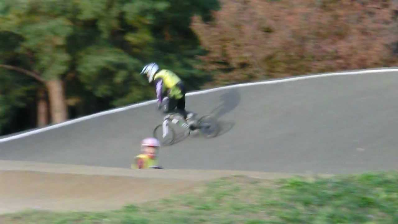 BMX 14-year-old boy dared the first trial for the pro-section jump!