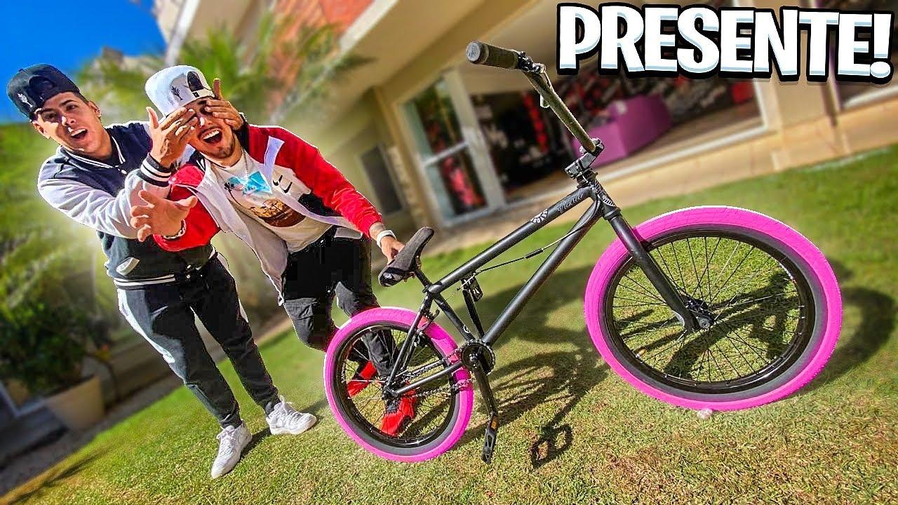 RENATO ME DEU O MELHOR PRESENTE PRA BMX Pneus Rosa !! *fui na pista* bike nervosa*